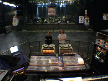 Karlík a Cimfe točí live
